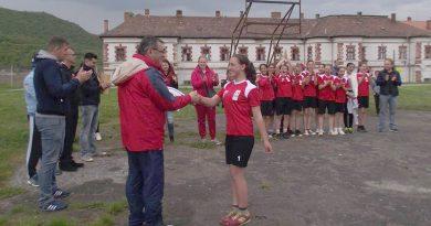 Un sport tradițional uitat, oina, se mai practică în comuna Recea!