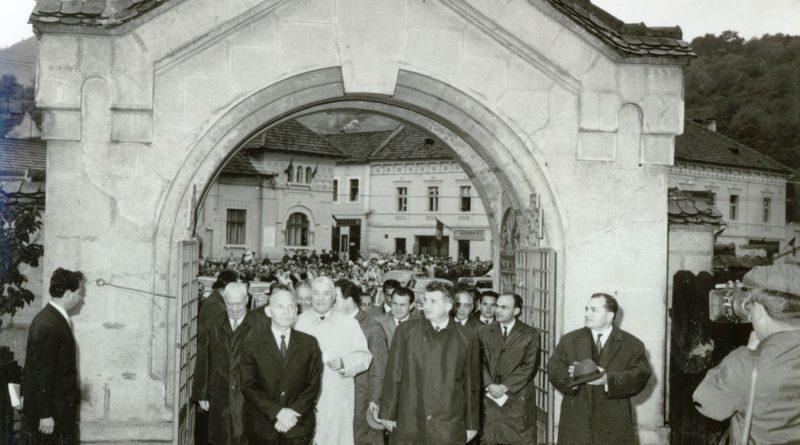 Aspecte din timpul vizitei conducătorilor de partid şi de stat în regiunea Braşov, localitatea Scheii Braşovului. (15-18 iunie 1967)Fototeca online a comunismului românesc Cota: 383/1967